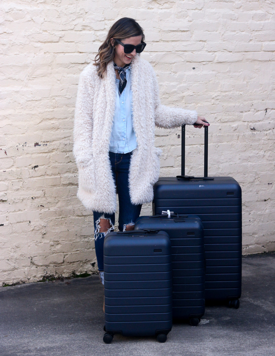 Away Luggage Review - The Away Large Suitcase Review | Cobalt Chronicles | Washington, DC | Style Blogger